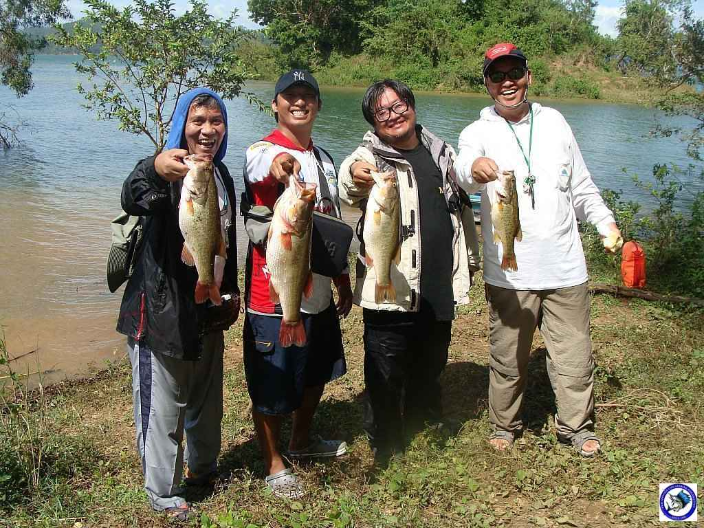 philippine bass fishing 01981.jpg