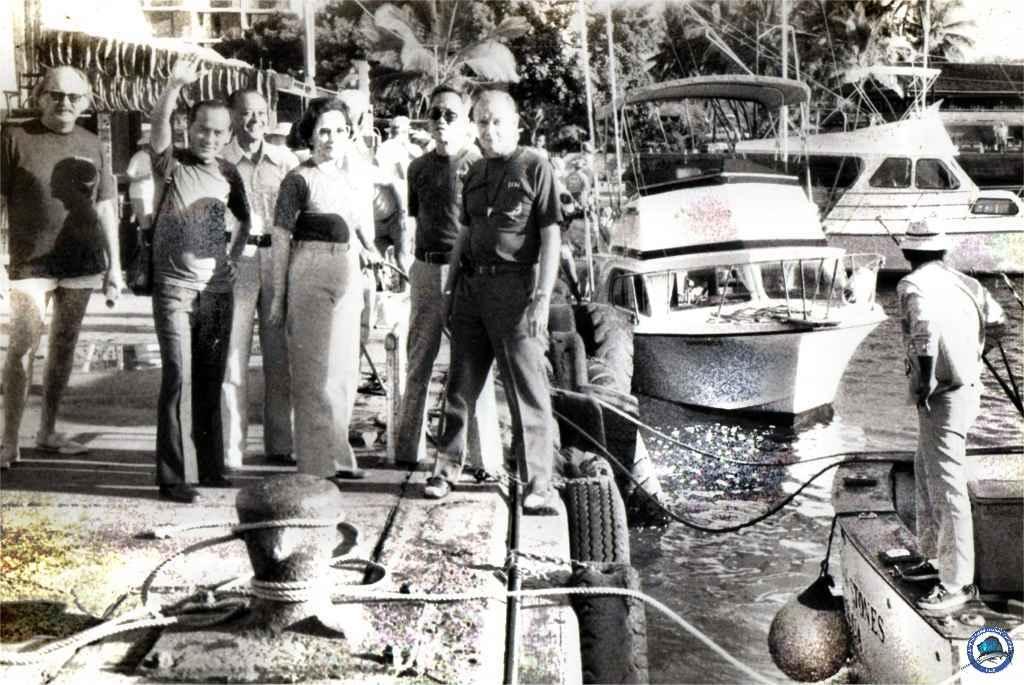 1974-07 RP girl lands 189-lb marlin-01.jpg