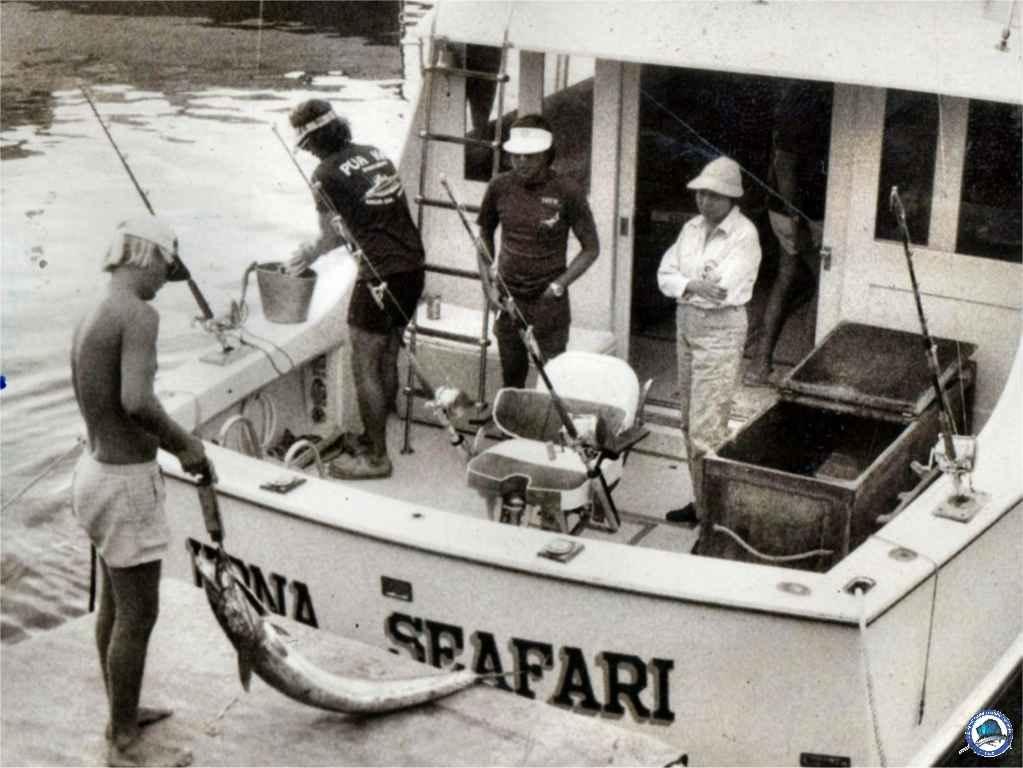 1974-07 RP girl lands 189-lb marlin-03.jpg